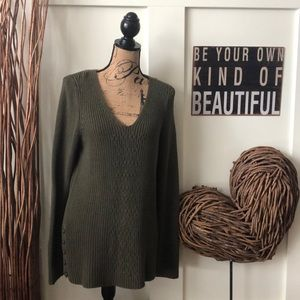 Sonoma green V-neck sweater w/gold tone buttons